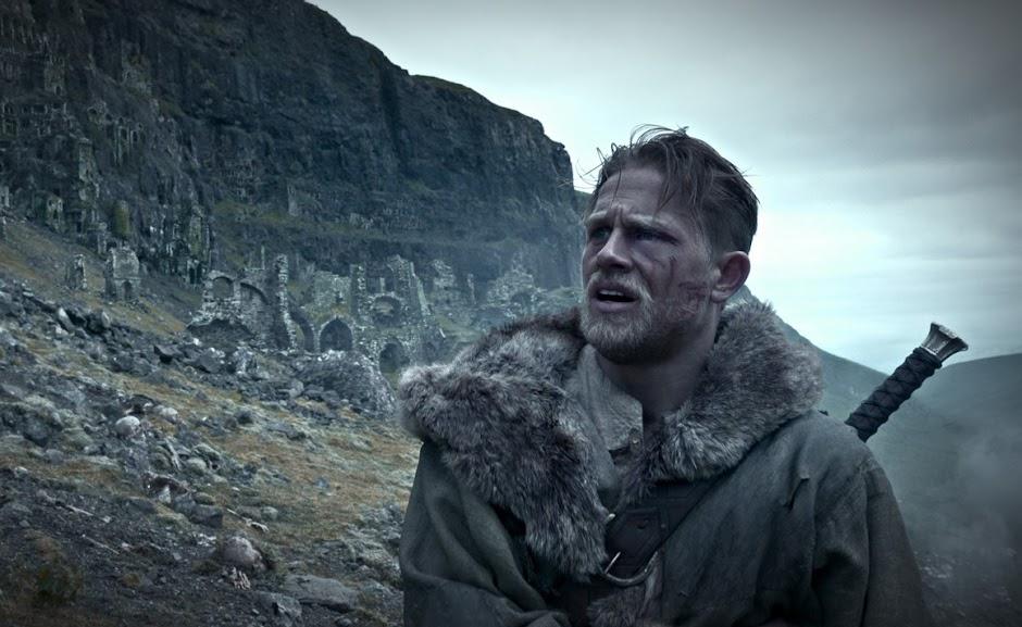 Rei Arthur: A Lenda da Espada | Teaser trailer, imagens e pôster inédito do épico com Jude Law e Charlie Hunnam