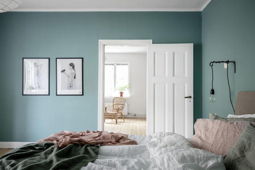 laminas en pared azul dormitorio