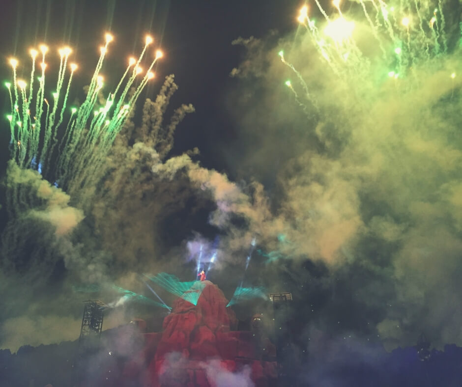 Top 7 Things You Should Do At Hollywood Studios, Walt Disney World | See the fireworks show featuring Mickey Mouse.