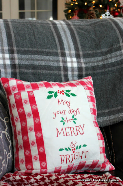 Christmas pillow, farmhouse decor, printable, transfer, Christmas decor, https://goo.gl/gFRphU