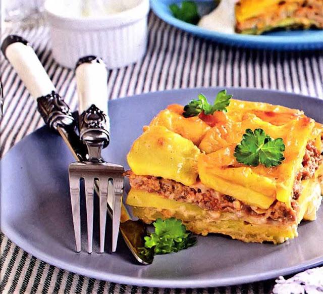 Картофель - 4 штуки; Телятина - 400 г; Лук репчатый - 1 штука; Сливки ( 10%) - 200 мл; Сыр твердый - 150 г; Соль, перец черный, специи - по вкусу; Масло оливковое, растительнон - для жарки.