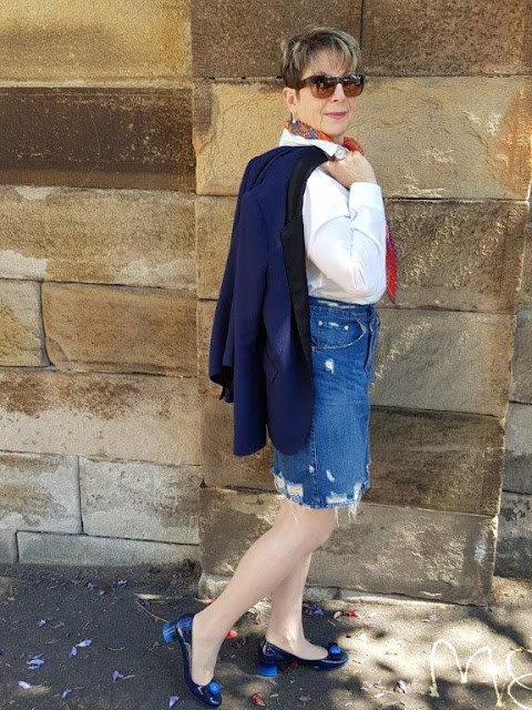 Spring outfit/denim skirt/white shirt/navy blazer/block heel shoes/scarf