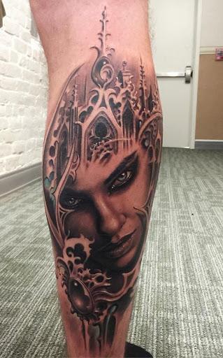 Retrato tatuagens são geralmente memoriais das pessoas que você ama. Mas ele poderia também mostrar a parte de si mesmo ou talvez fosse simplesmente o que você quiser.