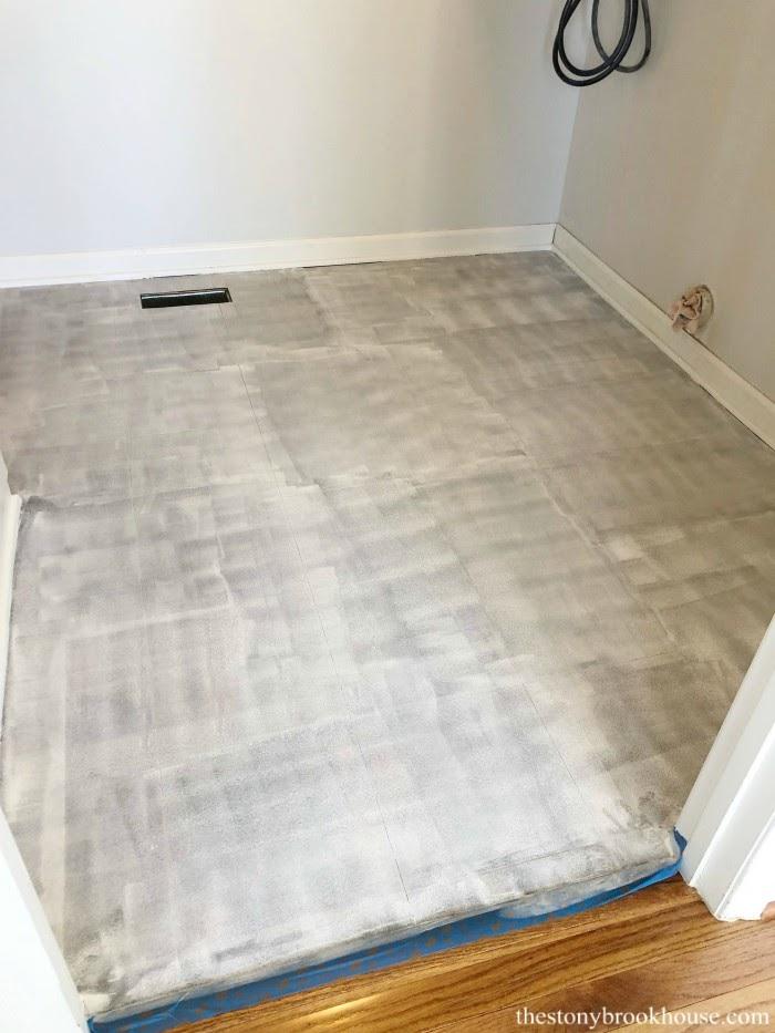 Primed vinyl floor