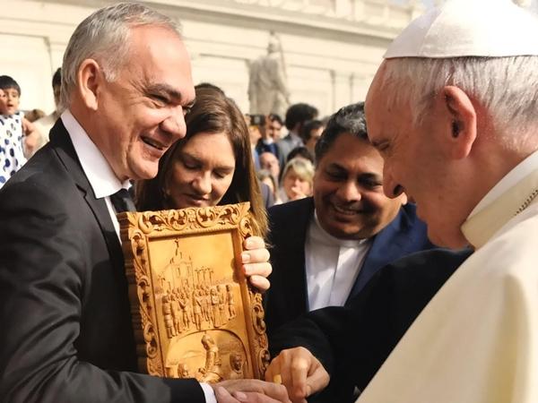 Prefeito de São Gonçalo é recebido pelo Papa Francisco