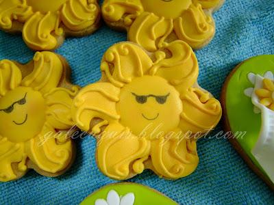 Foto de galleta en forma de sol color amarillo