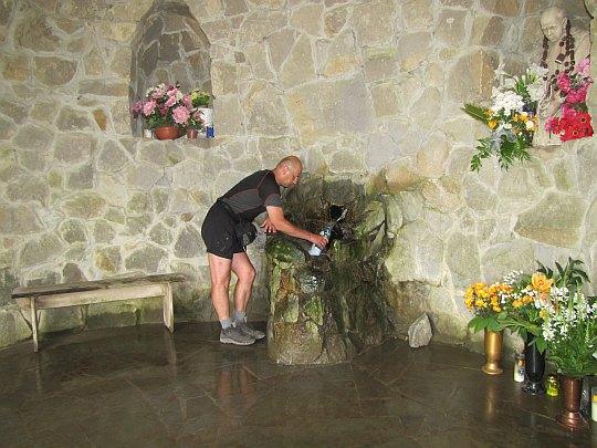 Źródło wody pod kaplicą przy Pustelni Św. Jana.
