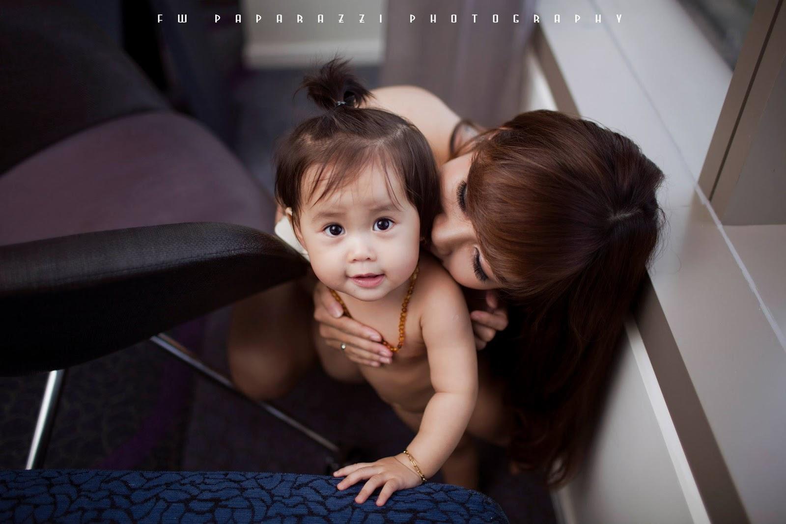 nude mẹ và bé khỏa thân