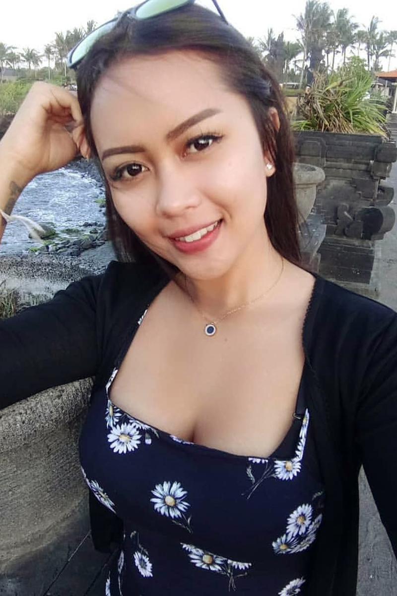 Cewek seksi Bali manis dan hot