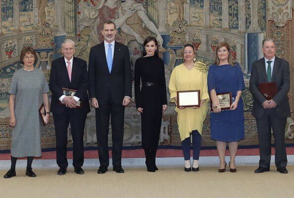 Queen Letizia wore Cos draped-neck ribbed wool dress. The Queen handed out the awards to the awardees of National Research Awards