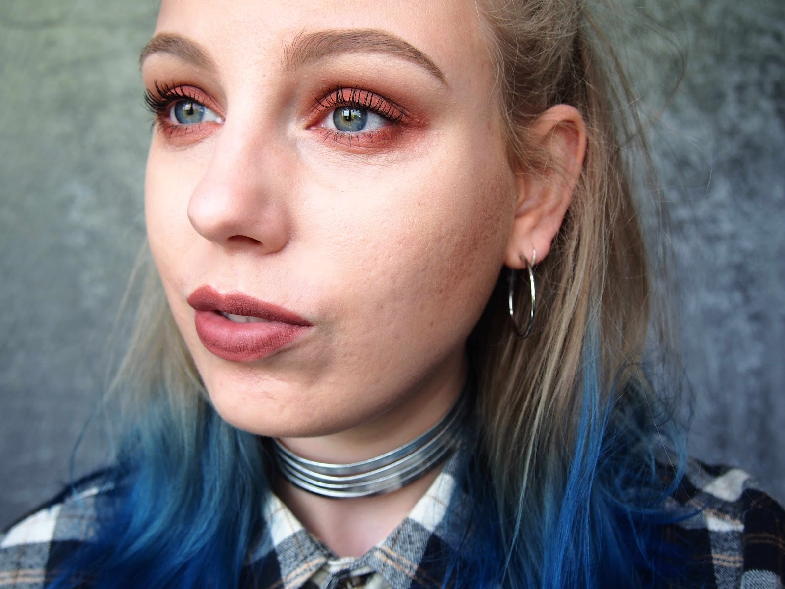 grunge 90s inspired autumn winter makeup, kat von d shade and light eye shadow palette rust, 90's grunge eye makeup, nyx liquid lip suede soft spoken