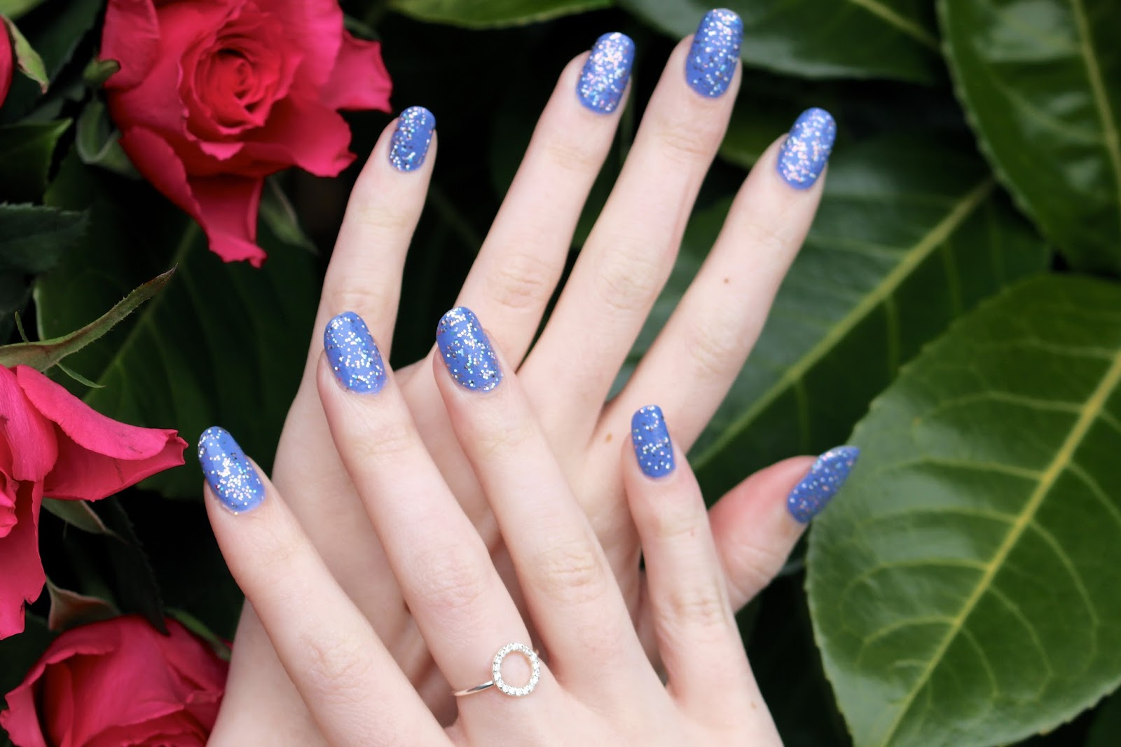 uk female nail blogger