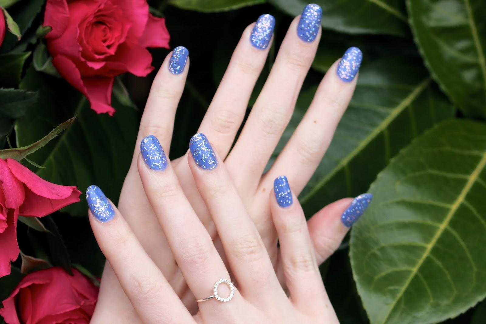 uk female nail blogger