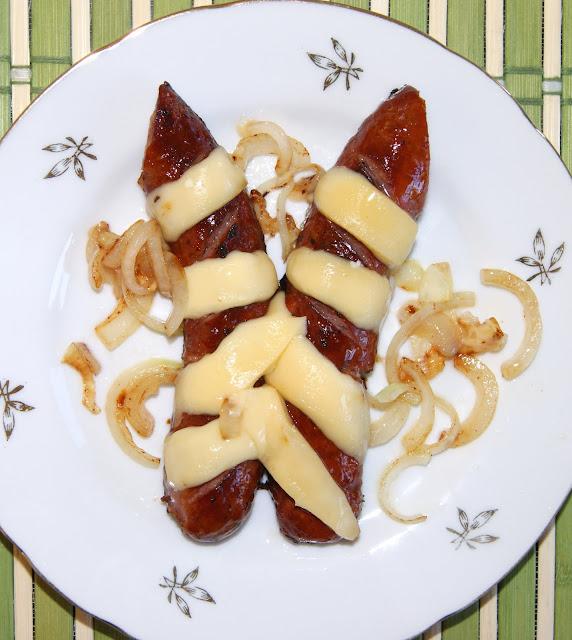 kielbaska  z patelni z serem