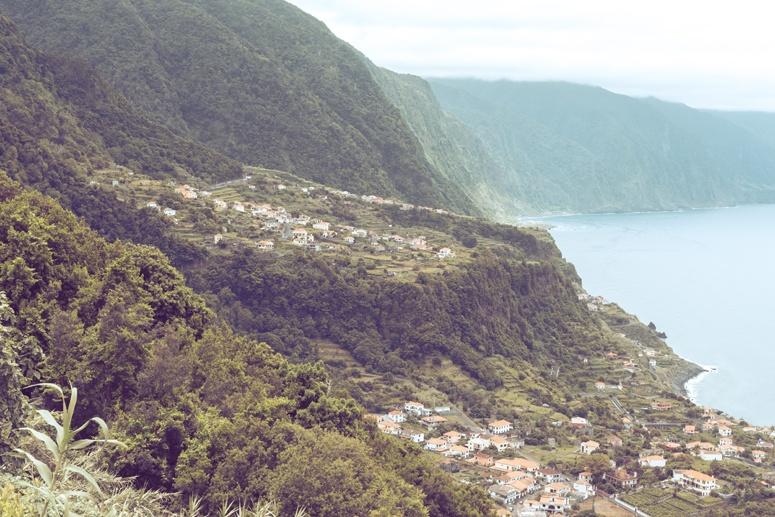 Widok na maderyjskie miasteczko