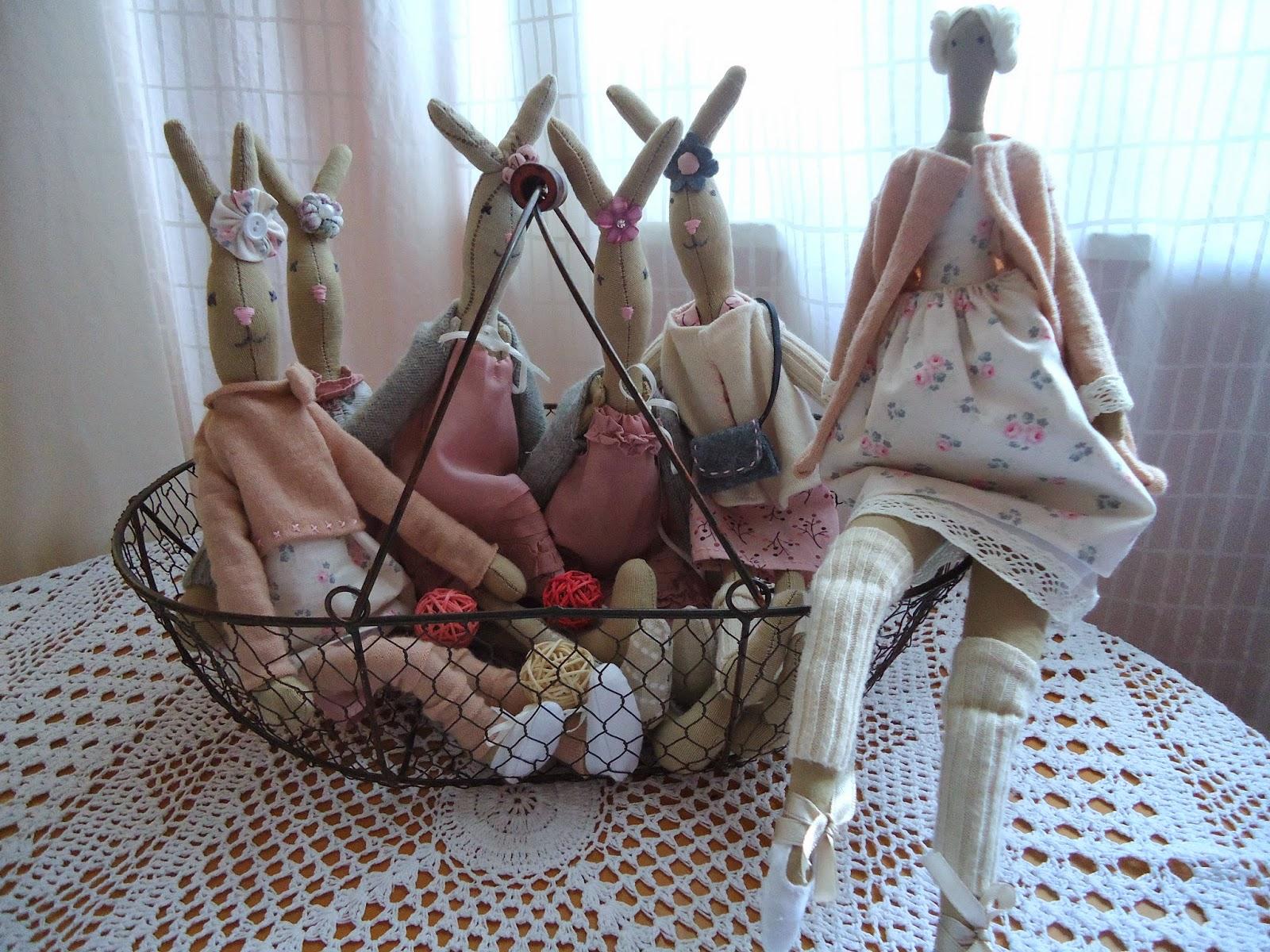 króliczki szyte ręcznie, króliczki w swetrkach i getrach, pastelowe ubranka