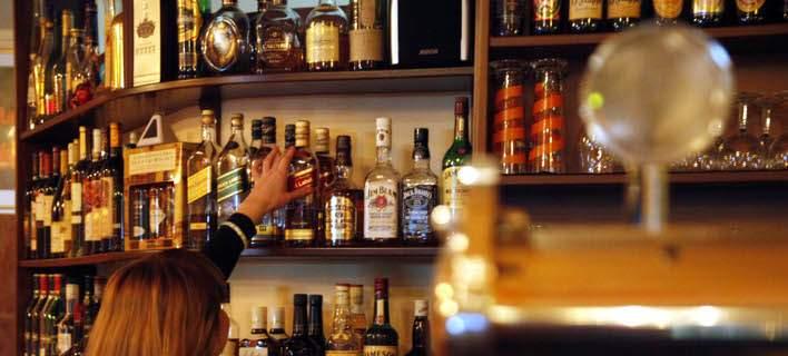 Απίστευτη κομπίνα: Αγοράζουν αφορολόγητα ποτά από τα Δωδεκάνησα, τα πουλούν στην Τουρκία και θησαυρίζουν!