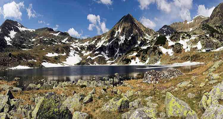Lacul Pietrele, imagine din Parcul National Retezat
