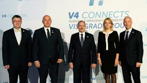 Pintér: több európai ország követi a V4-ek politikáját