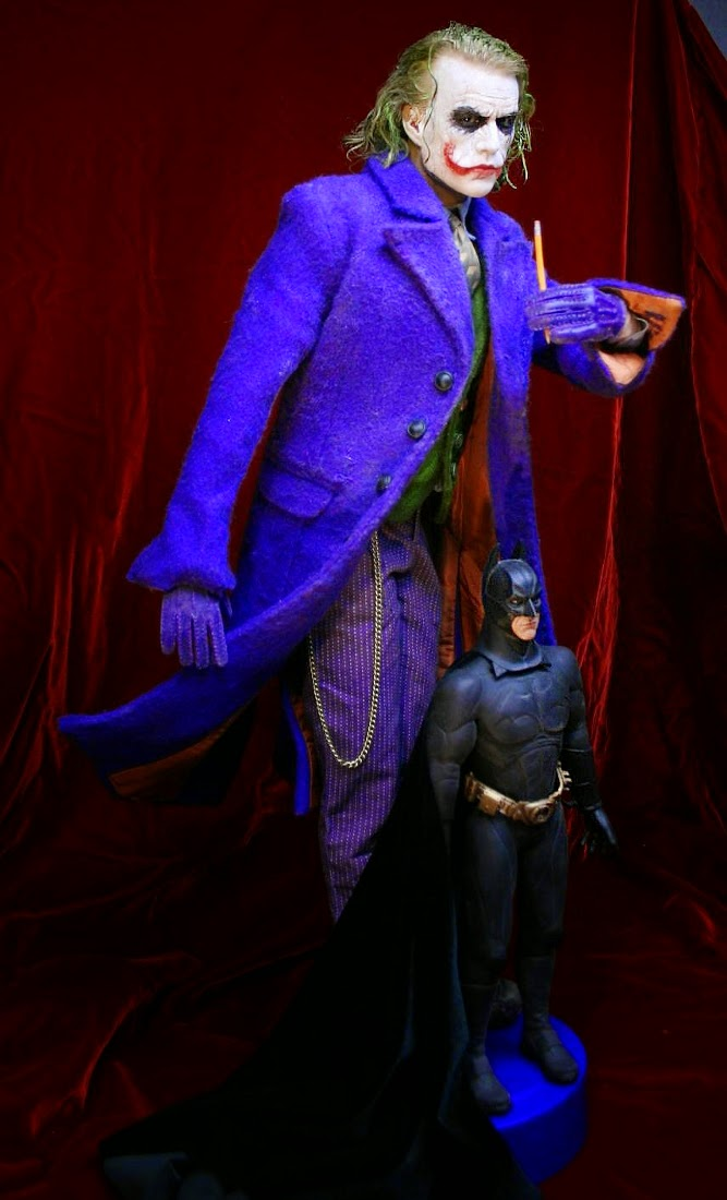 11-Batman-and-The-Joker-Bobby-Causey-Hyper-Realistic-Sculptures-www-designstack-co