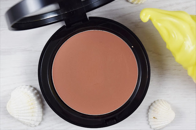 Bobbi Brown Bronzing Powder in Elvis Duran