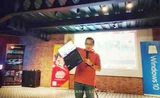 presiden direktur acer indonesia memeragakan acer swift 3