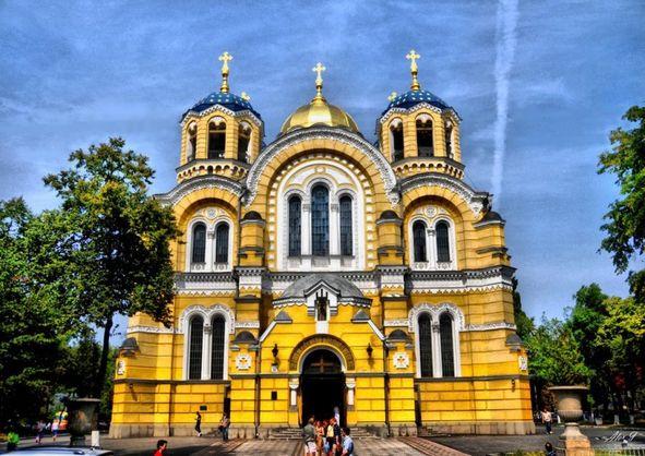 Невідомі розпилили газовий балончик у Київській патріархії