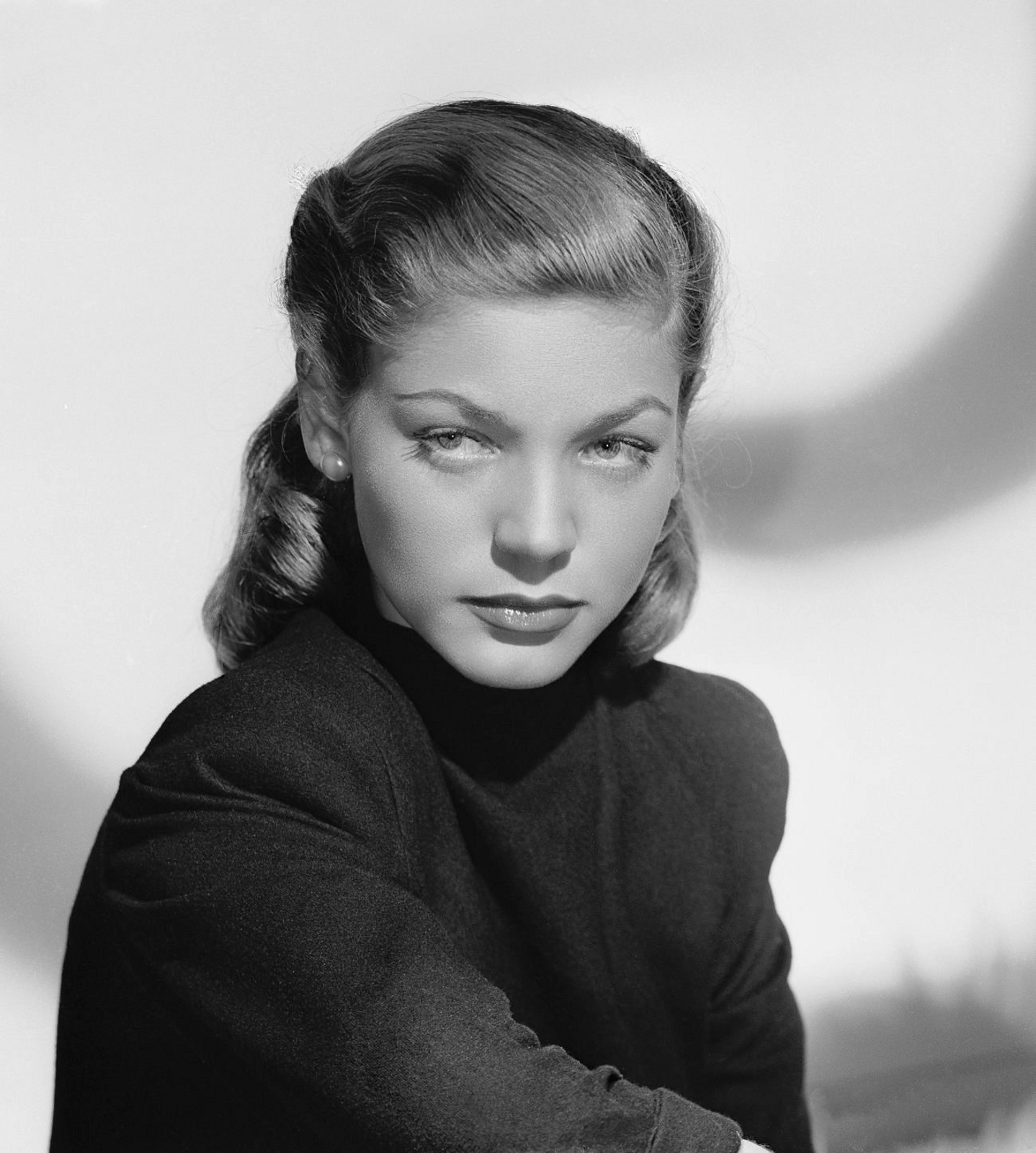 It's The Pictures That Got Small ...: THE THURSDAY GLAMOUR 15! Lauren Bacall Movies
