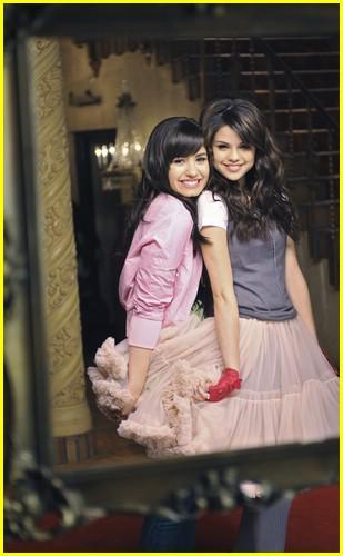Kidrauhl & Mamacita: Selena Gomez ft Demi Lovato -One and ...