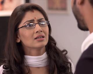Kumkum Bhagya:  OMG Abhi Bitten By Deadly Snake , Pragya Rescues Abhi !!