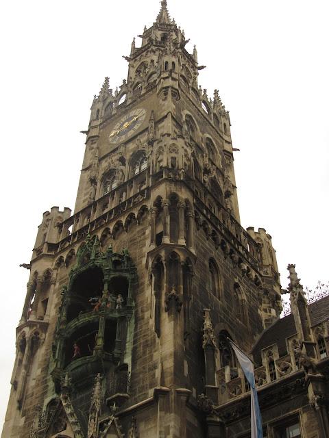 A torre da nova prefeitura O que ver em Munique, Alemanha