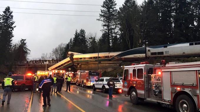 Tres muertos al caer un tren sobre una autopista en Seattle