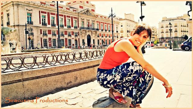Plaza Mayor, look,  plaza mayor outfit, blusa de tirantes naranja, pantalones de flores, pantalnes de playa, look veraniego, fashionistas españolas, bloggeras españolas, bloggeras mayores