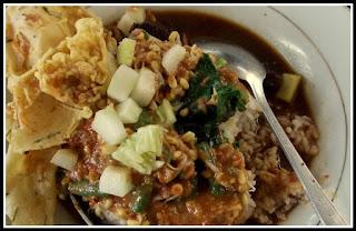 Pecel Rawon Makanan Tradisional Dari Banyuwangi, Jawa Timur