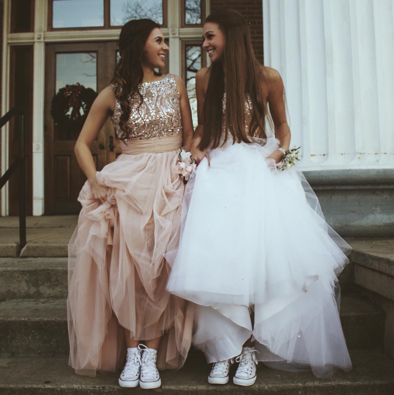 f7fd00377 Achar aquele vestido maravilhoso para lacrar na festa nem sempre é tarefa  fácil né  E geralmente quando você encontra ele sai bem caro e você desiste.