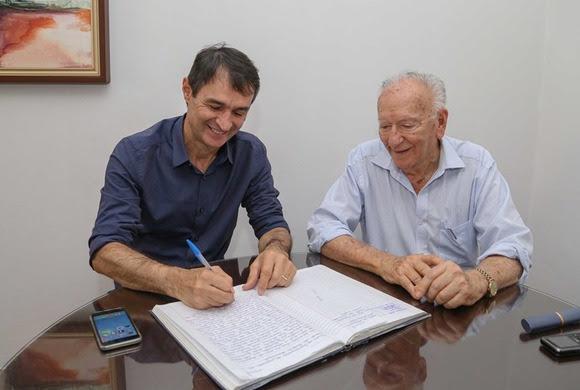 Romero formaliza transferência de cargo para Enivaldo e tira licença não remunerada de 15 dias