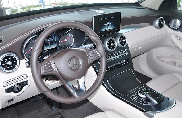 Không gian nội thất Mercedes GLC 300 4MATIC rộng rãi, sang trọng