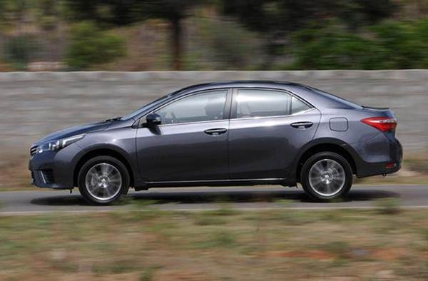 Toyota Corolla Altis Price (GST Rates), Images, Mileage ...