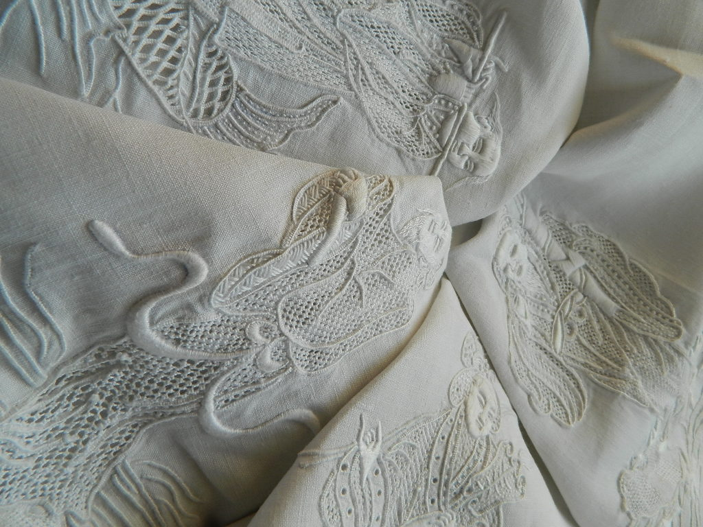 White lace apron ebay - In One Lot Was An Exquisitely Embroidered White Irish Linen Tablecloth With Chinese Figures Florals And Motifs The Embroidery Work Is Superb This One Is