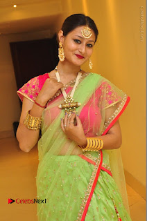 Model Nilofer Haidry Stills in Green Saree at Trendz Exhibition and Sale 2016  0021.JPG