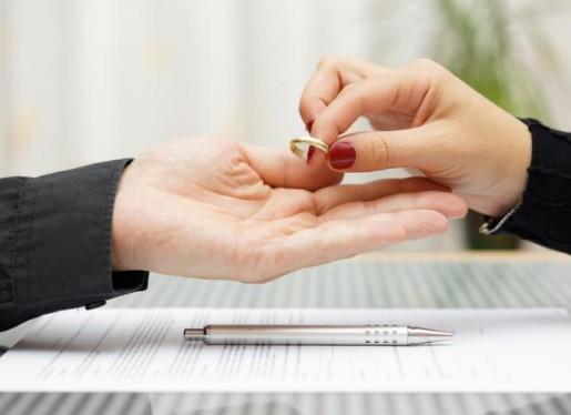 Γιατί θα αυξηθούν τα διαζύγια τους επόμενους μήνες...