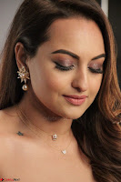 Sonakshi Sinha stunning Red Gown at Nach Baliye Season 8 interview 011.JPG