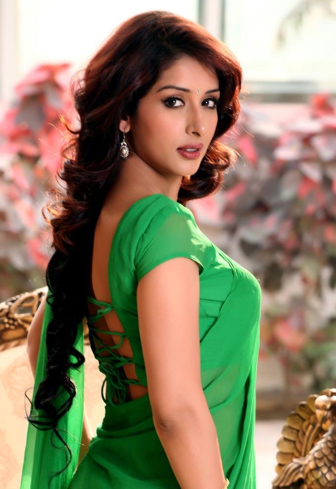Nepali Cute Girl Wallpaper Samiksha Singh In Green Saree Hot Picture Samiksha Singh