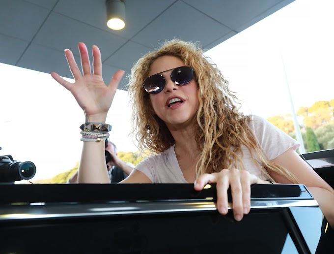 Shakira (1977): Colombian singer
