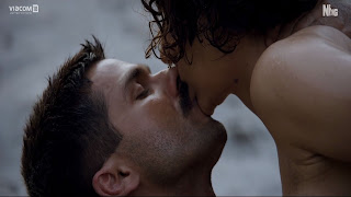 Celebrity Shahid Kapoor Kiss To Kangana Ranaut In Rangoon Pictures
