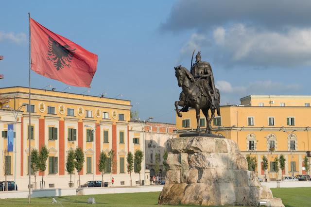 """Το στήσιμο για το """"τσάμικο"""" στην Ε.Ε. και οι ευθύνες της Ελλάδας"""
