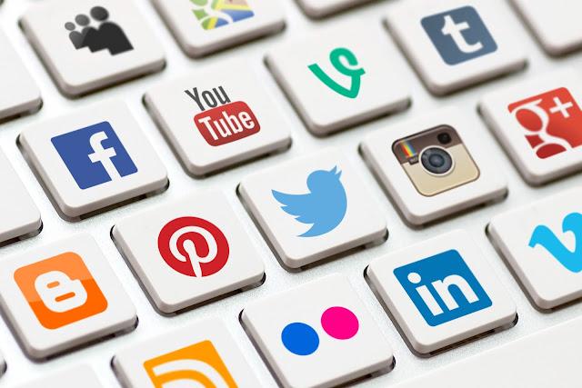 تاجر في حسابات التواصل الاجتماعي عبر بيع وشراء الليكات والتعليقلت والاشتراكات بطريقة جديدة وذكية