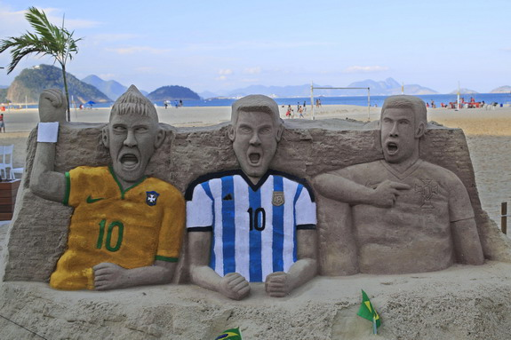 Creepy sand sculptures of Neymar, Messi & Ronaldo at Copacabana beach