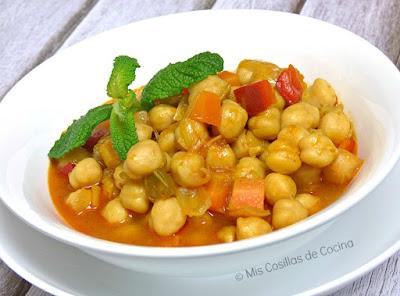http://www.miscosillasdecocina.com/2015/04/garbanzos-guisados-con-verduras.html