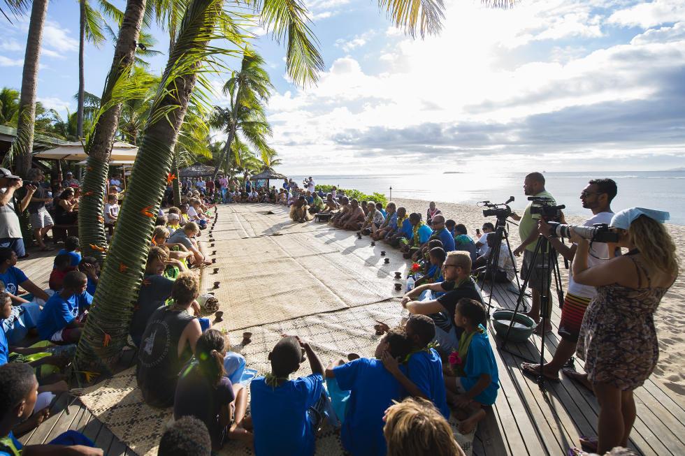 27 Kava Ceremony Fiji Pro 2015 Fotos WSL Kirstin